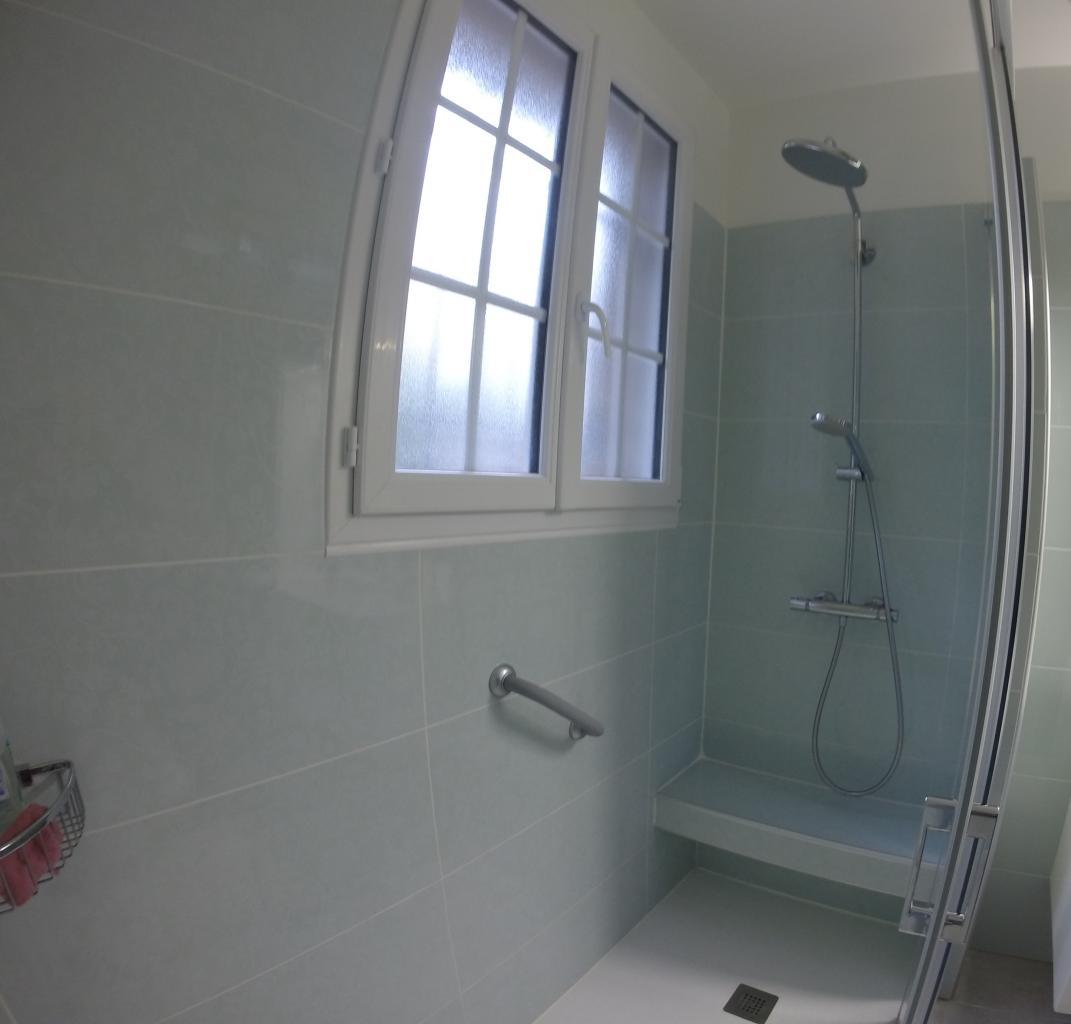 Réalisation d'un banc de douche carrelé